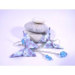 Boucles Papillons Origami bleu avec fleurs violettes et blanches