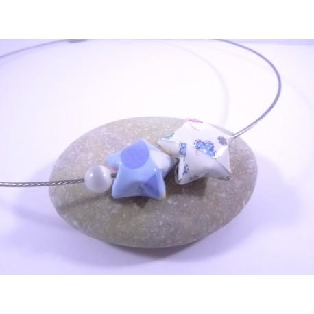Collier Origami Etoiles Filantes bleu avec fleurs et coeurs