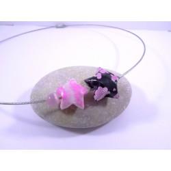 Collier Origami Etoiles Filantes rose et noir avec trèfles et bouches