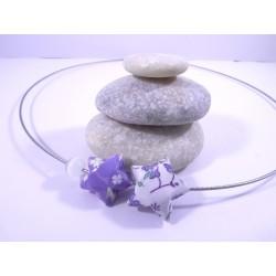 Collier Origami Etoiles Filantes violet et blanc avec fleurs