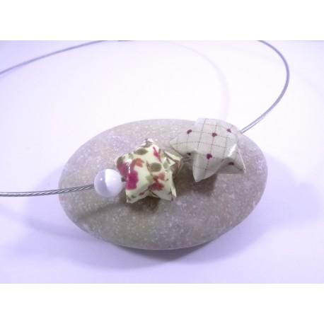 Collier Origami Etoiles Filantes beige avec fleurs rose