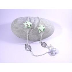 Sautoir Origami Voie Lactée vert pâle avec trèfles et feuilles