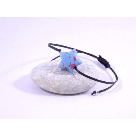 Bracelet Origami Etoile Solitaire bleu ciel avec fleurs rouges
