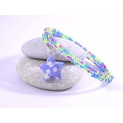 Bracelet Origami Tornade Etoile et Perles bleu fluo avec trèfles multicolores