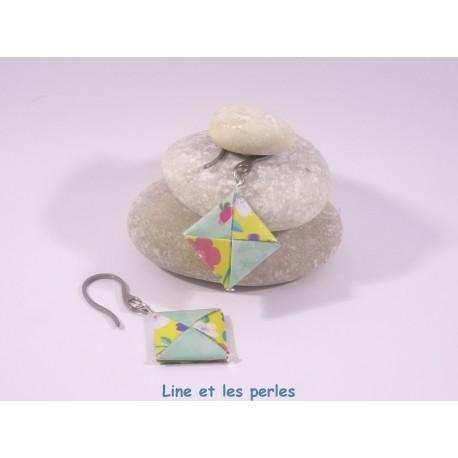 Boucles Carré Origami jaune avec fleurs multicolores et vert d'eau