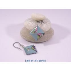 Boucles Carré Origami bleu foncé avec fleurs de cerisier roses