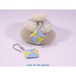 Boucles Carré Origami fleurs jaunes et carreaux bleu ciel