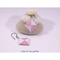 Boucles Carré Origami blanc et rose avec coeurs