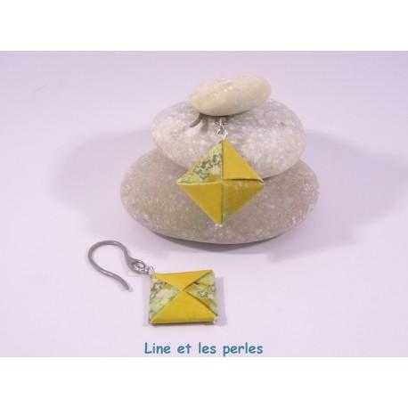 Boucles Carré Origami jaune foncé avec fleurs de cerisiers vertes