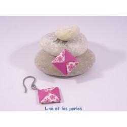 Boucles Carré Origami fuchsia avec fleurs roses