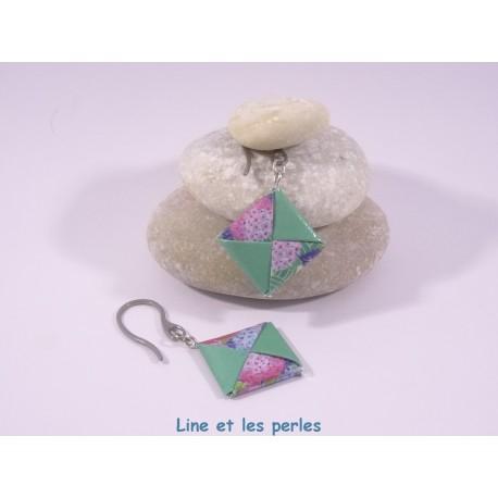 Boucles Carré Origami vert et bleu foncés avec fleurs rose