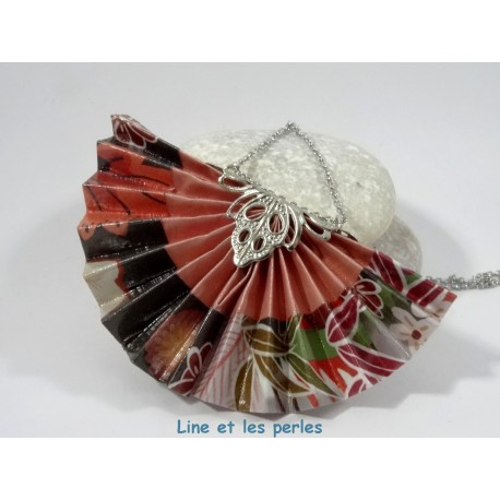 Collier Eventail Origami rouge sombre avec fleurs multicolores
