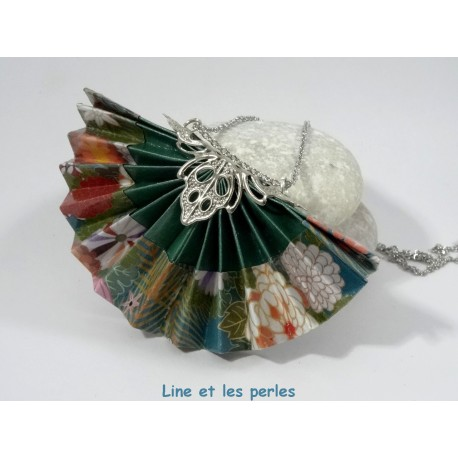 Collier Eventail Origami vert sapin avec fleurs