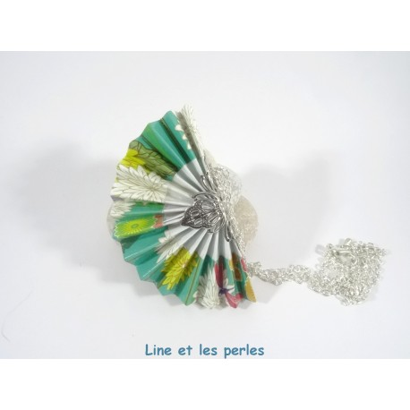 Collier Eventail Origami vert turquoise avec fleurs japonaises