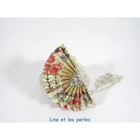 Collier Eventail Origami rouge et blanc avec motifs japonais