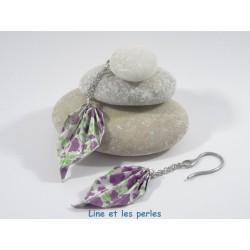 Boucles Feuilles Origami blanches avec fleurs violettes et feuillages