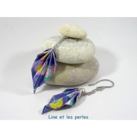 Boucles Feuilles Origami bleu foncé à grosses fleurs multicolores