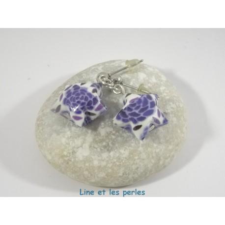 Boucles Origami Nova blanc avec fleurs bleues foncées