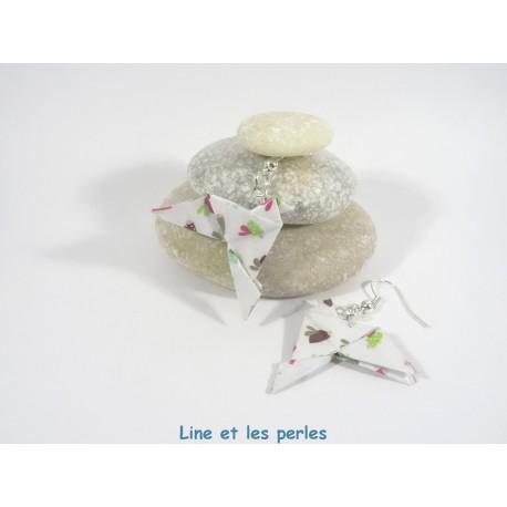 Boucles Oiseaux Origami blanc avec coccinelles multicolores vives