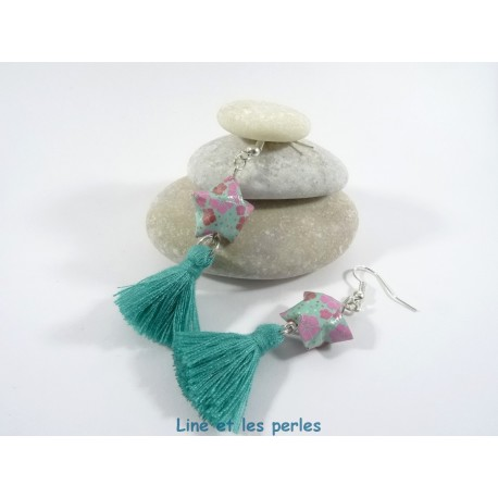 Boucles Origami Pompon turquoise avec étoile turquoise et fleurs roses