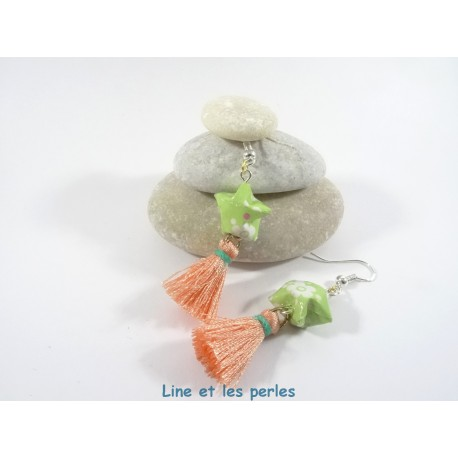 Boucles Origami Pompon saumon et étoile vert tendre et fleurs blanches