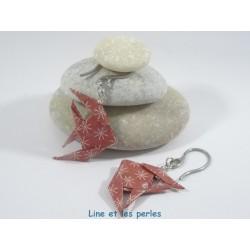 Boucles Poissons Origami rouge foncé avec étoiles stylisées blanches