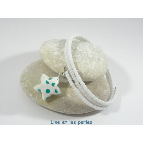 Bracelet Origami Tornade Etoile blanc à pois verts et Perles blanches opaques