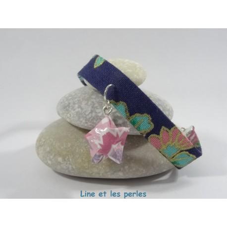 Bracelet Origami Ruban étoilé bleu foncé fleuri avec étoile rose avec fleurs multicolores