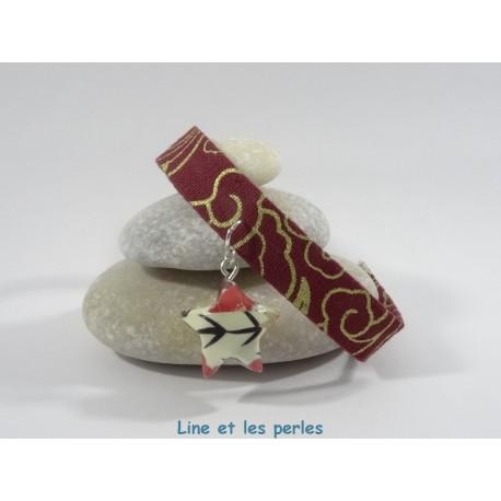 Bracelet Origami Ruban étoilé rouge et or avec étoile blanc écru et fleurs rouges