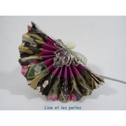 Collier Eventail Origami parme avec fleurs multicolores